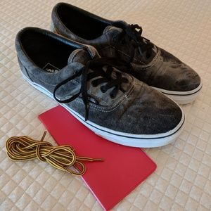 "Vans sneakers 11"" with additional laces!"